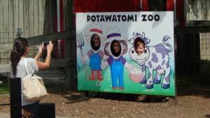 zoo farm sign